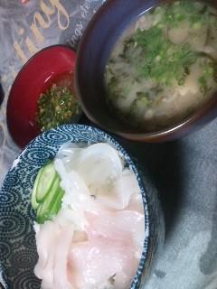 深夜に海鮮丼と豚汁!