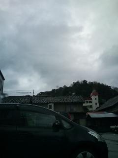雨も上がり曇り空。