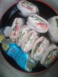 朝はサンドイッチとC.C.Lemonで♪
