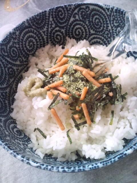 お昼のランチは永谷園のお茶漬けデス♪
