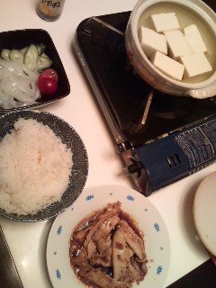 生姜焼きとイカ刺と湯豆腐と。