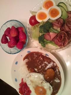 カレー&サラダ&苺