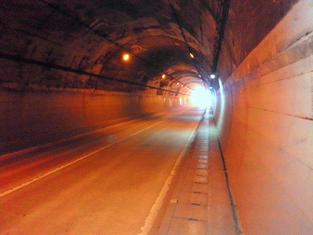 このトンネルを抜けると…初恋の想い出の場所。