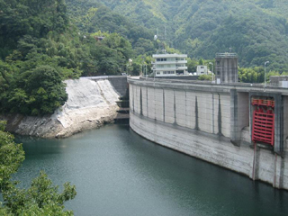 石手川ダムの貯水率。