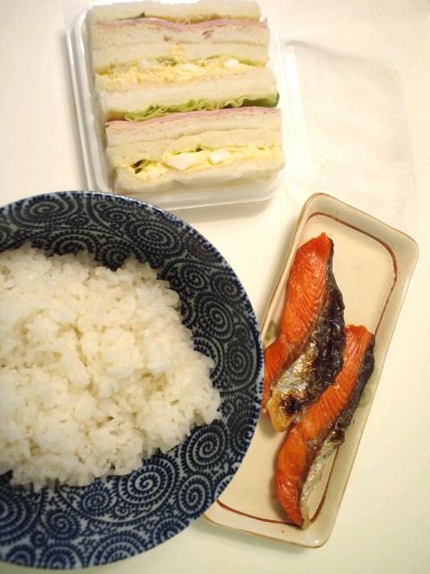 お昼ご飯ですん!