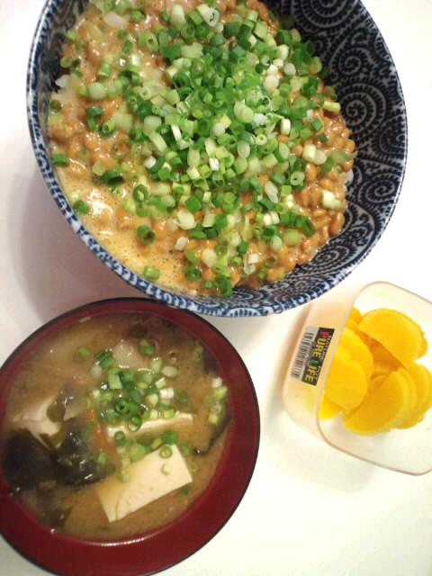 納豆丼と豚汁。。。